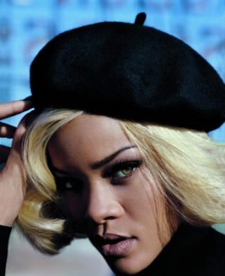 Maintenant, Rihanna a les cheveux...