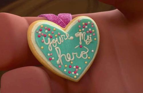 Dans quel grand classique Disney peut-on voir ce collier biscuit ?