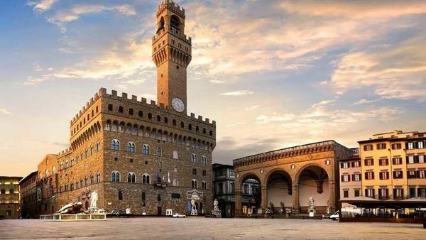 Dans quelle ville italienne peut-on trouver le Palazzo Vecchio, magnifique hôtel de ville ?