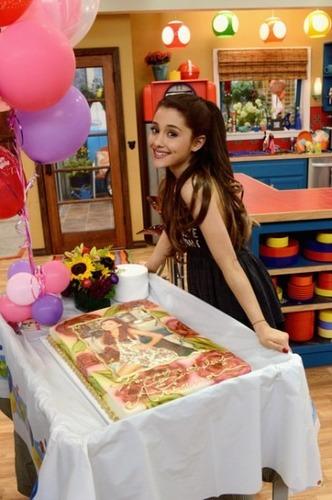Cuando es el cumpleaños de Ari?