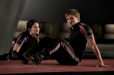 Qui est le garçon à côté de Katniss ?