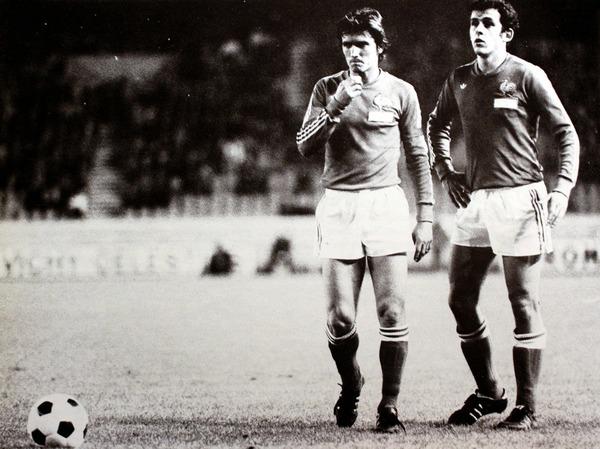 En 1976, Michel fête sa première séléction en équipe de France en inscrivant un but contre :