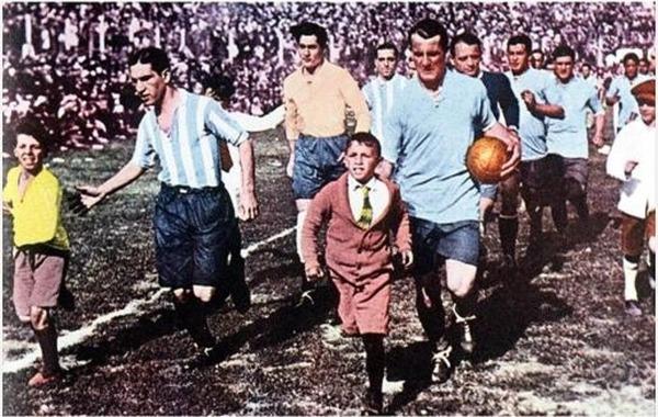 En 1930, où a eu lieu la toute première finale du Mondial entre l' Uruguay et l' Argentine ?