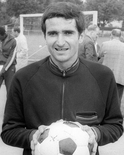 Il remporte 3 titres de champion de France avec Saint-Etienne et 1 avec Marseille, il s'agit de ?
