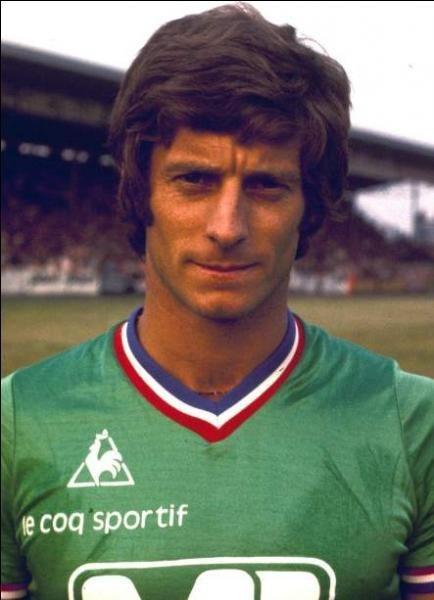 Pour quel club Jean-Michel Larqué a-t-il quitté les Verts en 1977 ?