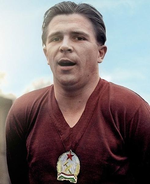 Il jouera la finale de 1954 contre l' Allemagne de l' Ouest. Qui est ce hongrois ?