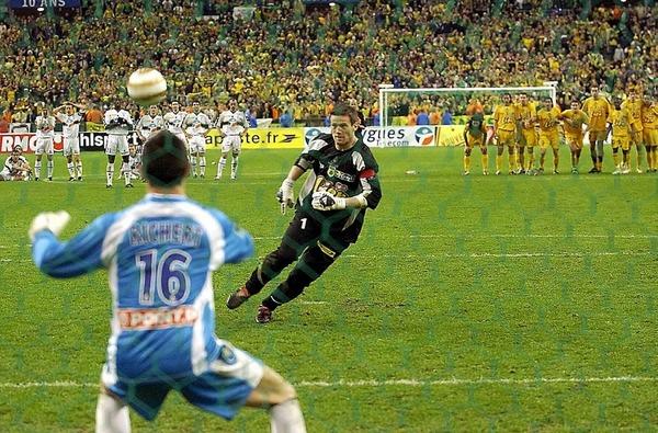 Contre quelle équipe les nantais perdent-ils la finale de la Coupe de la Ligue 2004 ?