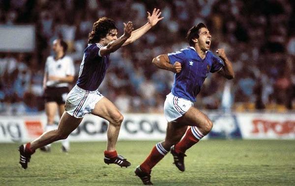Où s'est disputé la demi-finale contre l' Allemagne de l'Ouest du Mondial 1982 ?