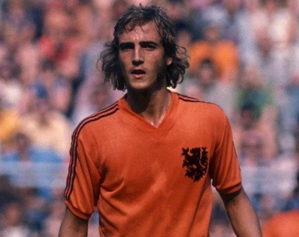 Dans cette finale, ce hollandais ouvrira le score. Il s'agit de ?