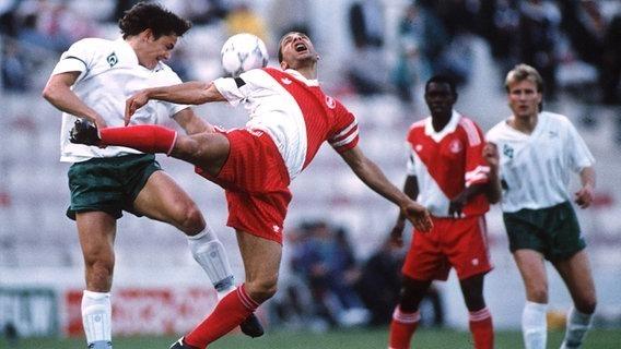 Contre quelle équipe l'ASM perd-elle la finale de la Coupe des Coupes en 1992 ?