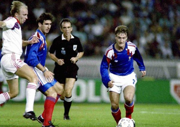 Le 13 octobre 1990, l'équipe de France reçoit la Tchécoslovaquie et s'impose 2-1. Qui est le double buteur français ?