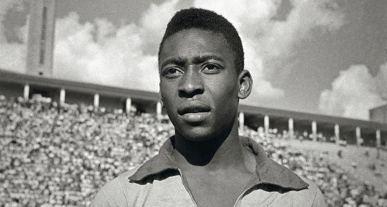 EN 1962 il participe à son second Mondial au Chili, mais il se blesse dès le deuxième match de poule face ......