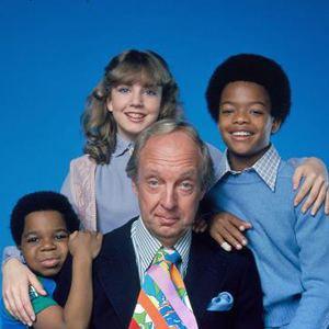 Dans la série Arnold & Willy, Philip Drummond a rencontré la mère d'Arnold et Willy quand celle-ci à travaillé pour lui. Mais à quel poste ?