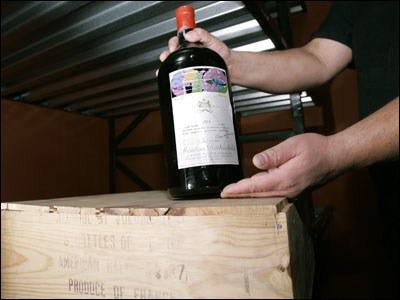 Un double magnum, ou jéroboam, d'un Bordeaux Château Mouton-Rothschild, a été vendu aux enchères chez Christie's en 1997. Quel en était son prix ?