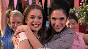 Quelle chanson signifie l'amitié de Violetta et Francesca ?