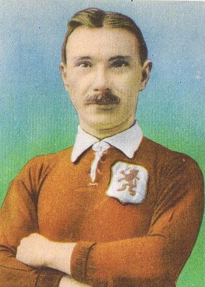 Défenseur, il était l'un des tous premiers grands joueurs hollandais, il s'agit de ?