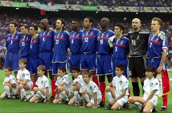 Le 2 juillet 2000, l'équipe de France dispute la finale du Championnat d'Europe des Nations contre ......