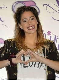 Comment s'appelle cette magnifique actrice qui joue dans Violetta ?
