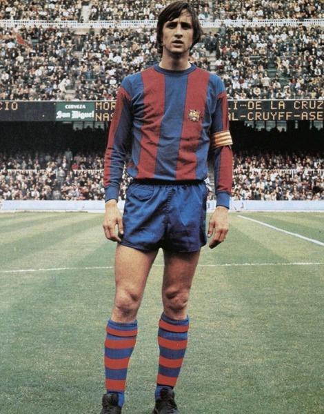 Avec le FC Barcelone, il remporte la Coupe d'Europe des Clubs Champions de 1976.