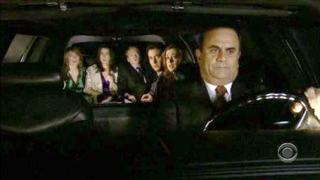 Comment s'appelle le chauffeur de limousine dans la série ?
