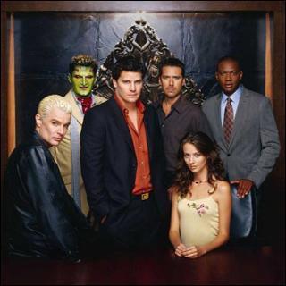 C'est la série dérivée de Buffy contre les vampires, mais au fait comment s'appelle-t-elle ?