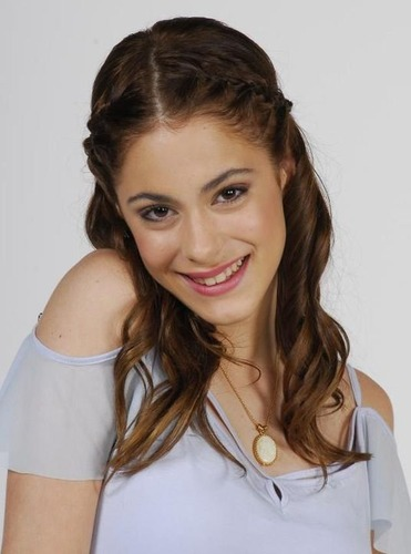 Kivel fog járni Natalia (Naty) ?