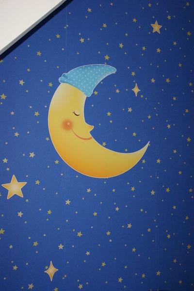 « Qui recherche la Lune… »