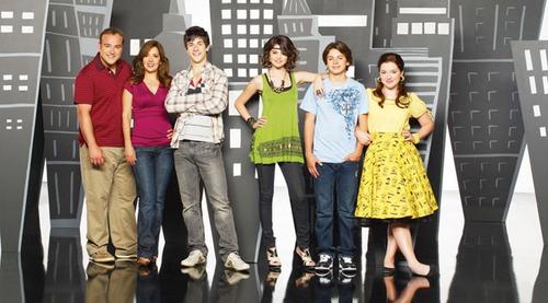 Disney Channel'da hangi filmde baş roldedir ?