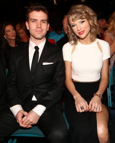 Taylor ' ın erkek kadeşinin adı nedir ?