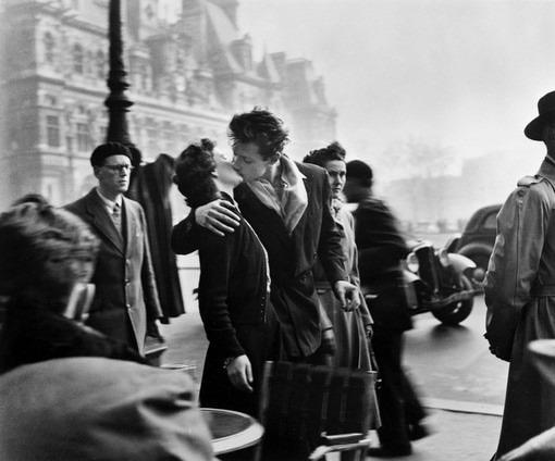 """""""Il bacio dell'Hotel de  Ville"""" - Robert Doisneau è:"""