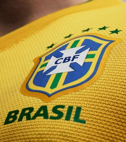 Parmi ces brésiliens,  lequel n'a pas été convoqué à la coupe du monde 2014 ?