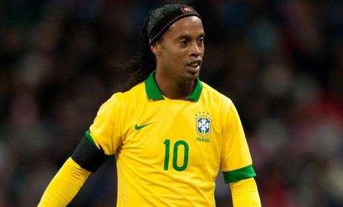 O craque Ronaldinho foi marcado principalmente por jogar no :