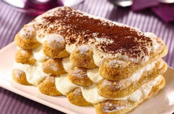 Quels sont les biscuits initialement présents dans la recette du tiramisu ?