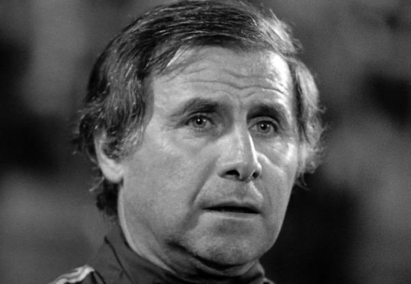Qui Michel Hidalgo remplace-t-il quand il devient sélectionneur des Bleus en 1976 ?