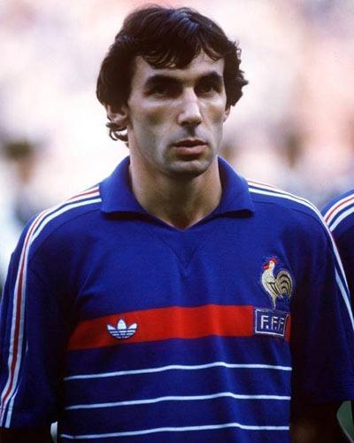 Après cette victoire, le défenseur Maxime Bossis annonce sa retraite internationale.