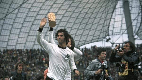 Mais les allemands remporteront le trophée grâce à un but décisif de cet homme :