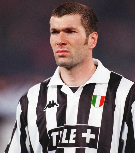 Quel a été le premier club professionnel de Zinédine Zidane ?