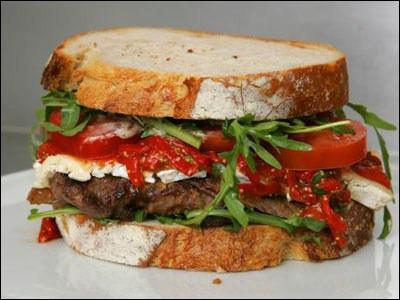 Le sandwich considéré comme le plus cher du monde est le McDonald. Le nom provient de son créateur, Scott McDonald. En 2006, il coûtait 97 livres sterling, l'équivalent de 111€ aujourd'hui :