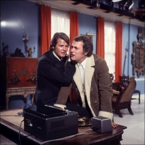 Comment s'appelle cette série avec Tony Curtis et Roger Moore ?