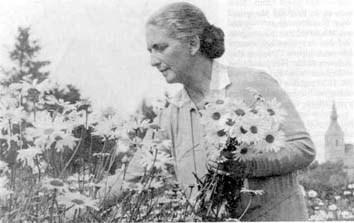 Jak nazywała się pisarka urodzona w 1879 r. w Mołstowie ?