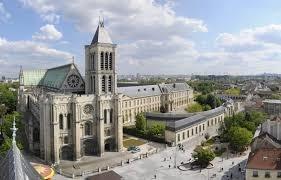 Quelle est la particularité de la basilique Saint-Denis ?