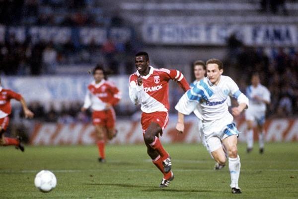 L' AS Monaco est le seul club professionnel français de la carrière de Lilian Thuram.