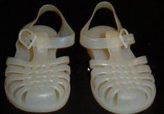 Chaussures de mer pour éviter les piqures ou attaque de crabe portent le surnom de ?