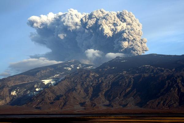 Où se situe le volcan Eyjafjallajökull qui est entré en éruption en 2010 ?