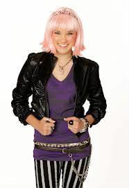 Quel style de vêtements a Lola  Luftnagle (Lily) ?