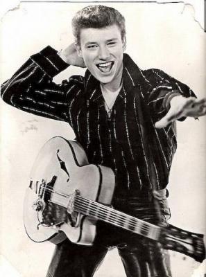 Quel est le titre phare du premier 45 tours de Johnny Hallyday ?