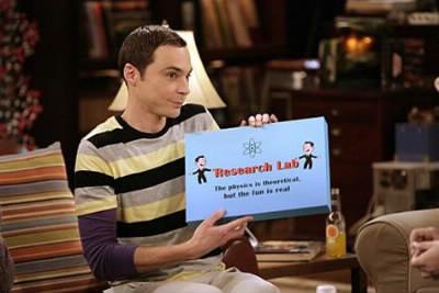 Par quel mot Sheldon ponctue-t-il ses blagues ?