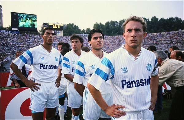 Depuis 1986, quelle musique a-t-on l'habitude d'entendre pour l'arrivée des joueurs sur la pelouse du Vélodrome ?