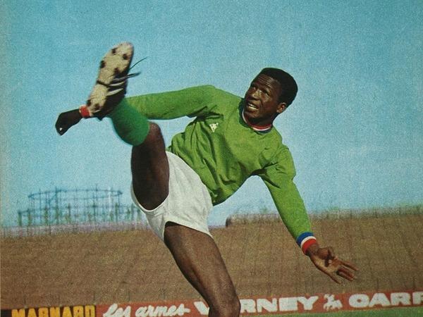 Pour quelle sélection nationale le génial Salif Keita jouait-il ?