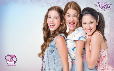 Qui sont les filles à coté de Violetta ?